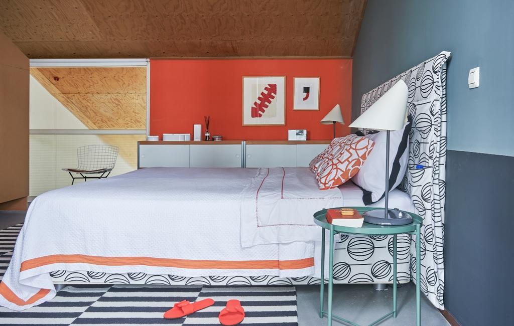 vtwonen binnenkijken 03-2020 | binnenkijken Amsterdam slaapkamer met rode muur