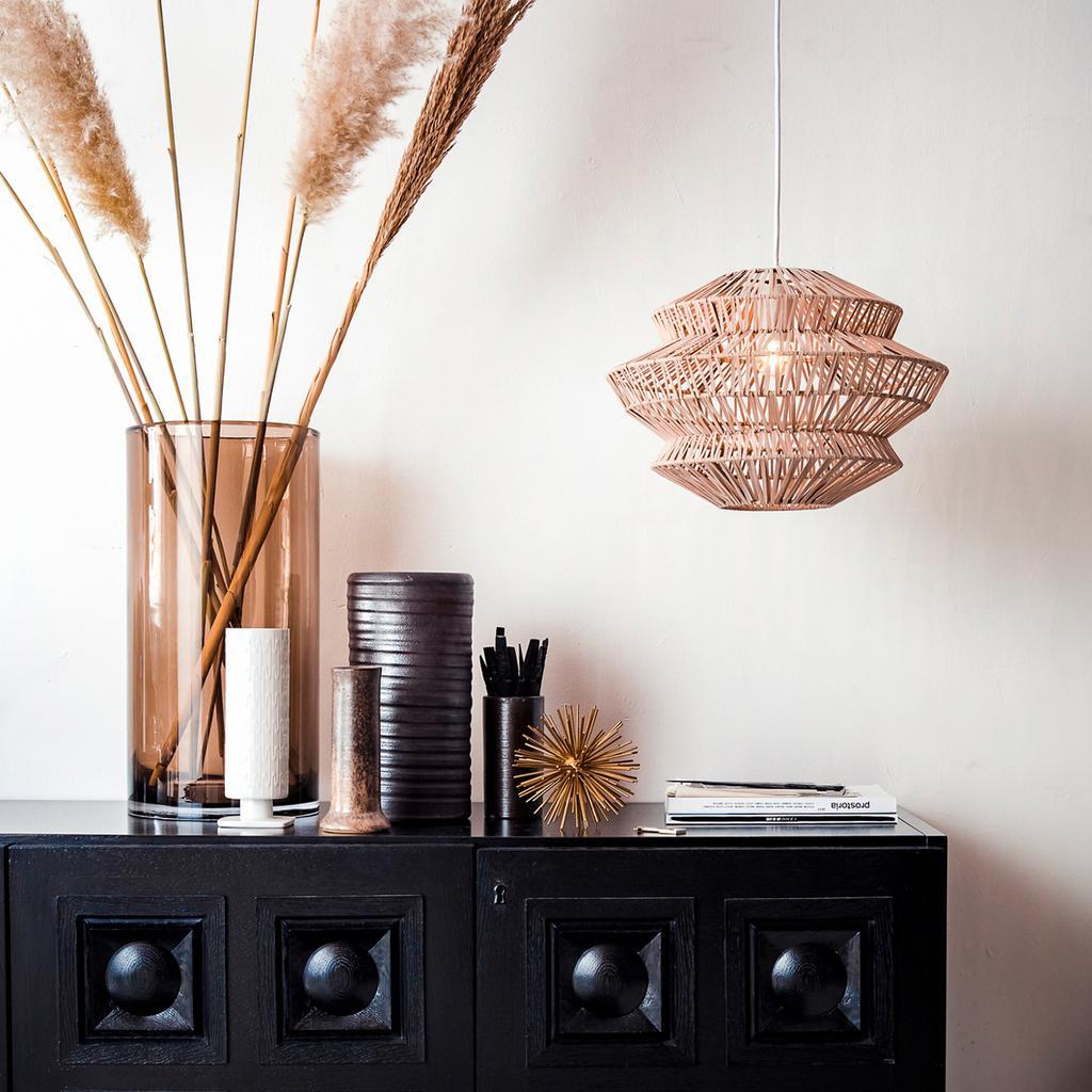 vtwonen 1-2020 | nieuwe: vtwonen collectie verlichting riete hanglamp