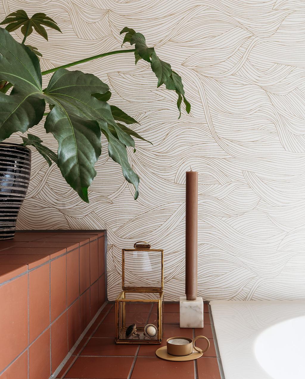 vtwonen 03-2021 | grafische print op de wand met lijnen in de badkamer