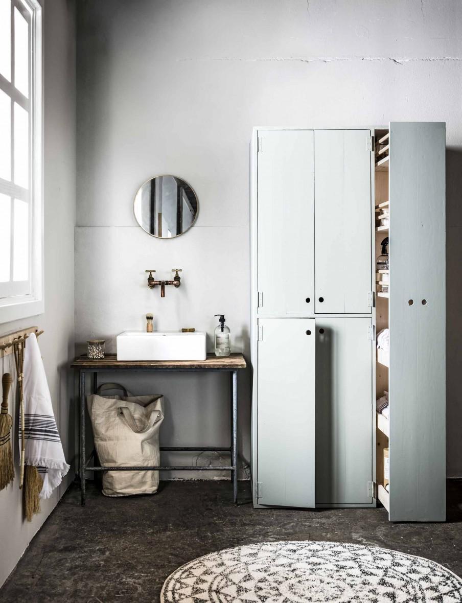 armoires grises salle de bains