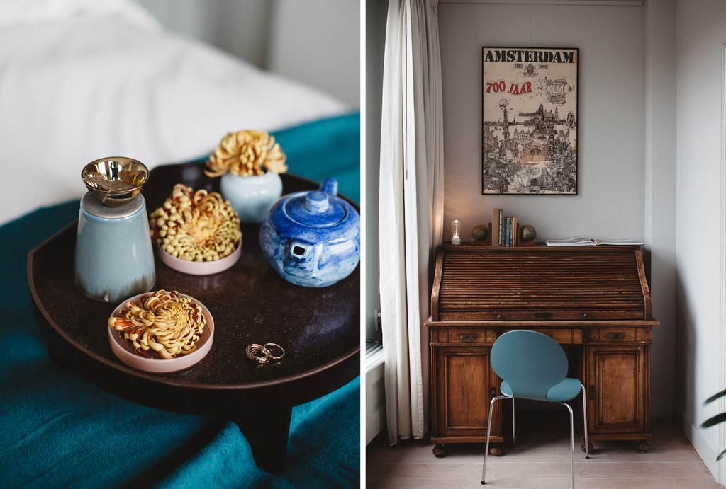 Oud werk dressoir met een blauwe stoel