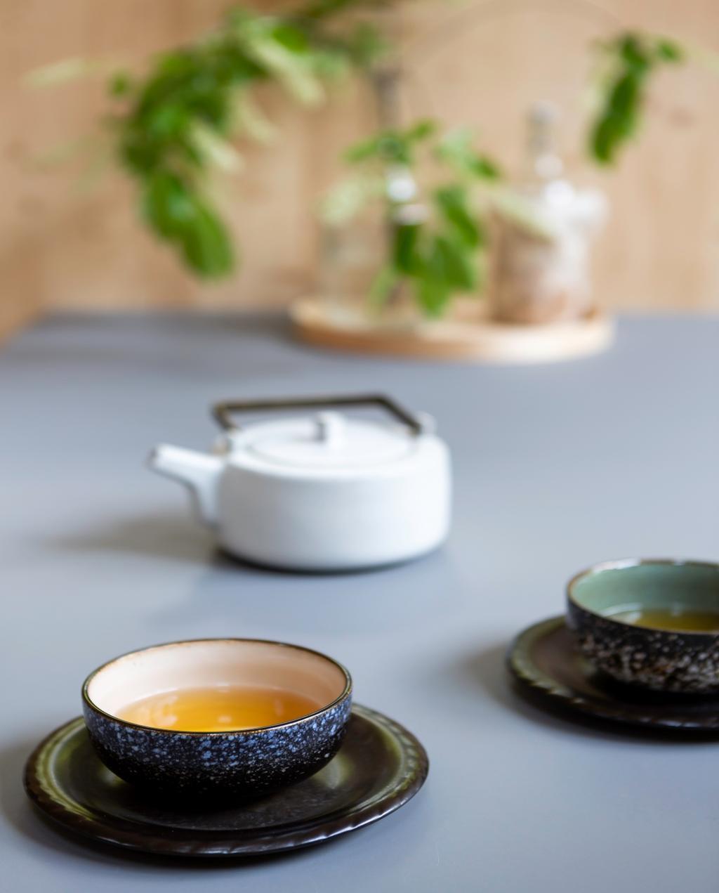 vtwonen 08-2020 | binnenkijken Barchem thee met kopjes
