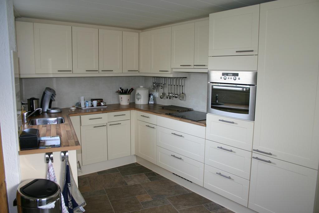 onze-nieuwe-keuken-lekker-praktisch-licht-en-heerlijk-om-in-te-werken