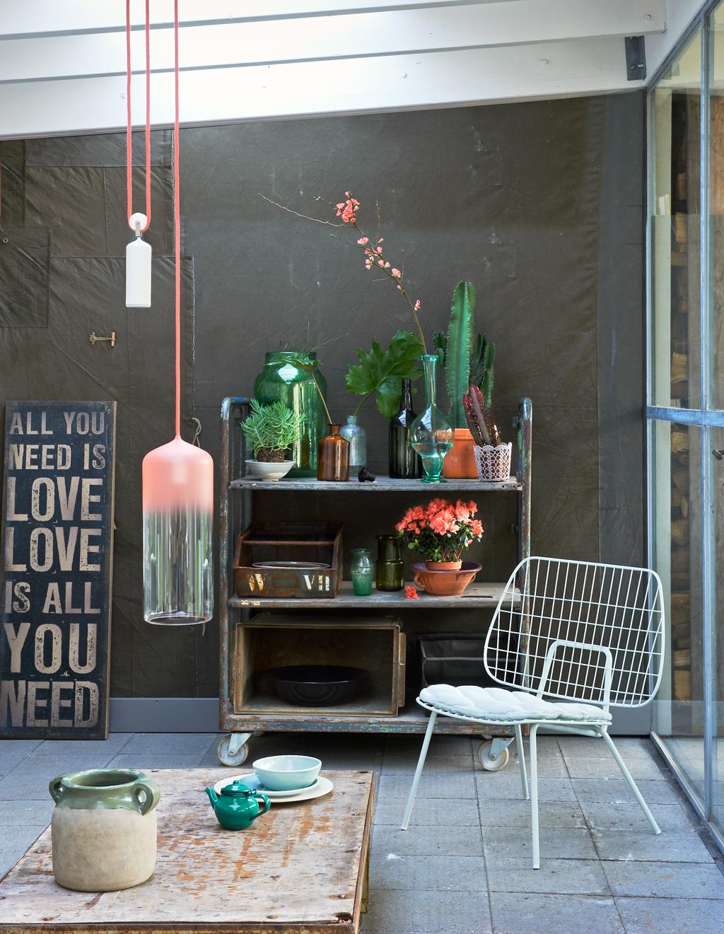 planten in glaswerk en aardewerk