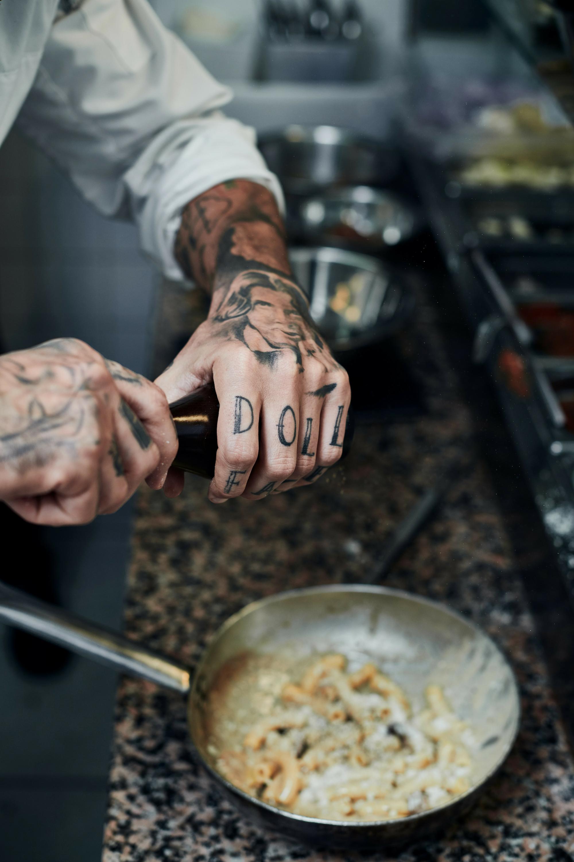 l'Osteria Roman Brussel koken, tattoos