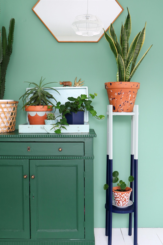 Groene slaapkamer met plantenhoek