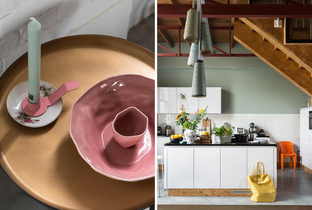 Witte keuken met zeegroene wand