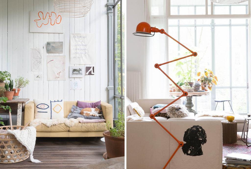 Gele bank en oranje Jieldé lamp
