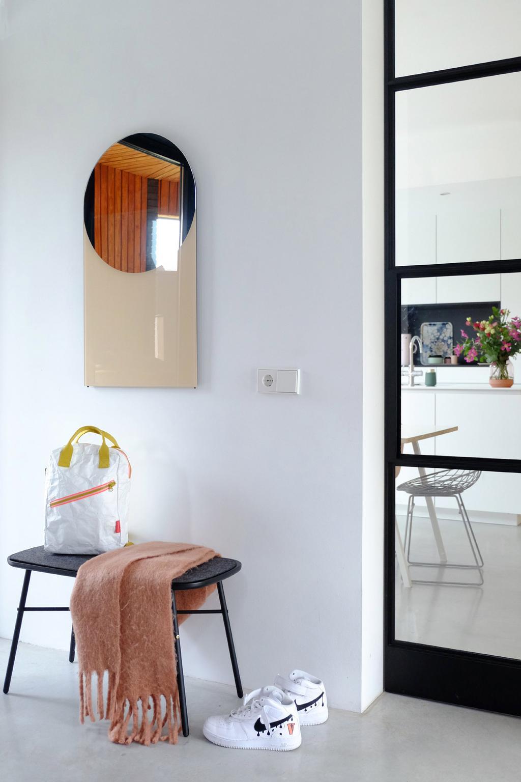 Spiegel aan de muur bij PRCHTG.