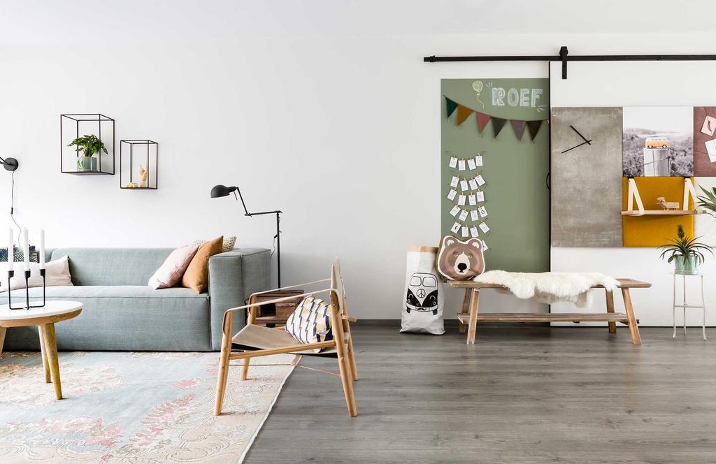 Speelhoek voor de kinderen met een schuifdeur en wandpanelen van Dock Four