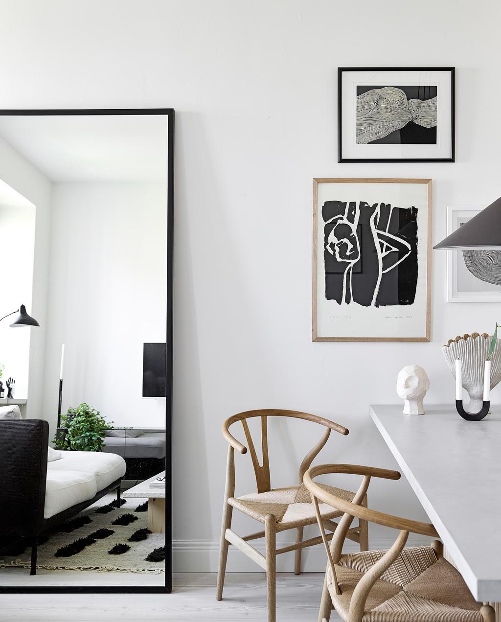 vtwonen special tiny houses | spiegel met posters aan de wand  | spiegels ophangen