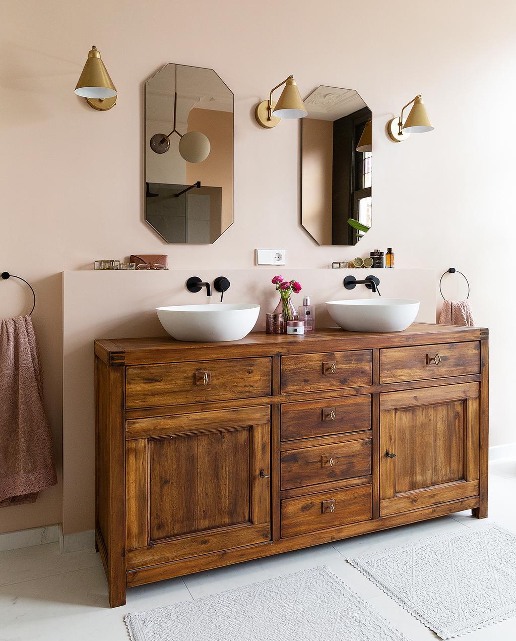vtwonen 04-2020 | hout badkamer meubel met goede lampen