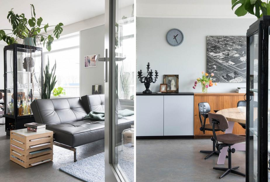 Canapé noir et vitrine.