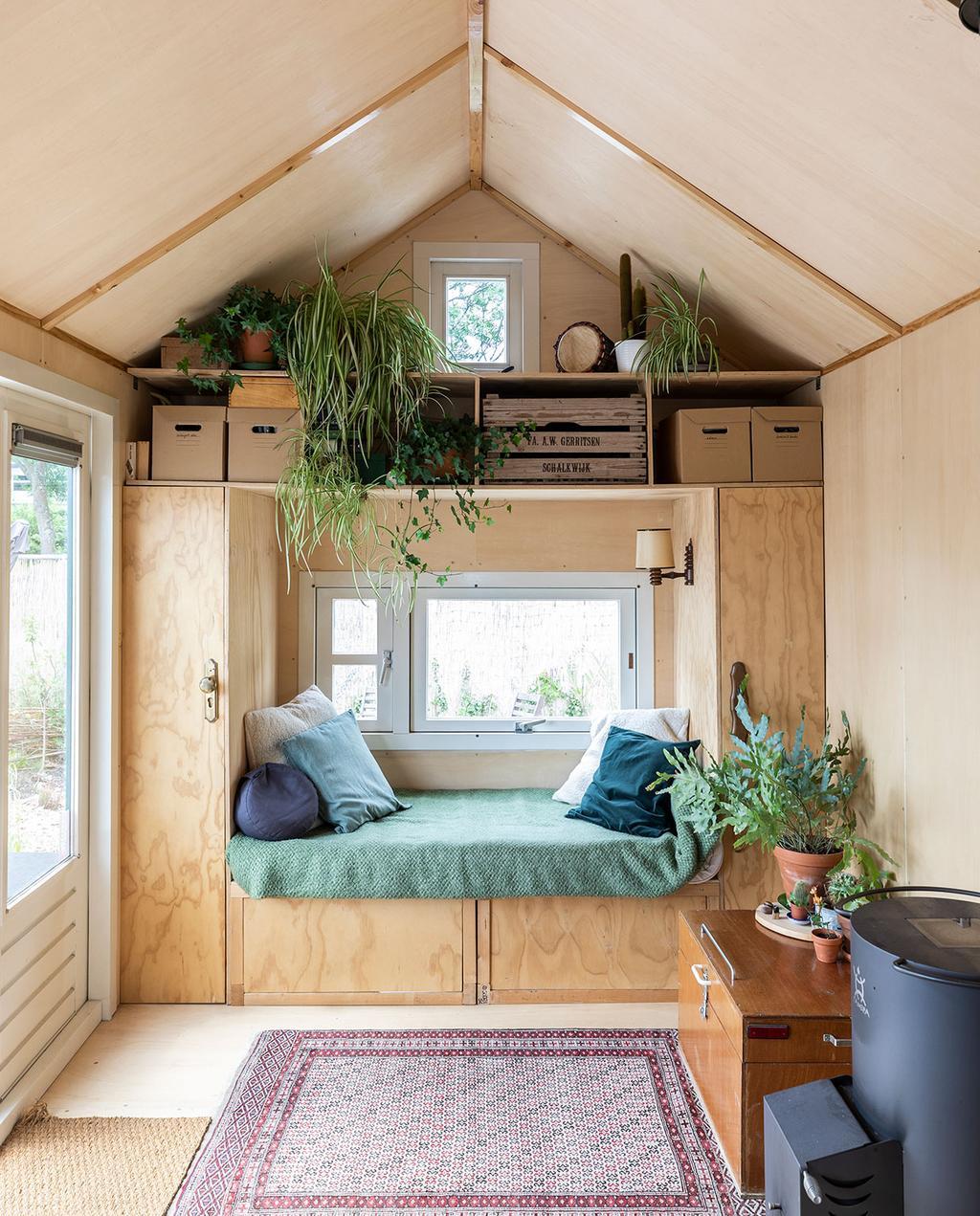 vtwonen special tiny houses | zelfgebouwd huis met twee in een kast