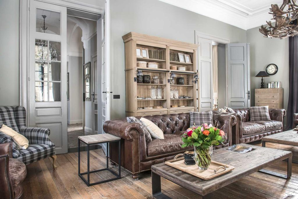 chesterfield sofa armoire