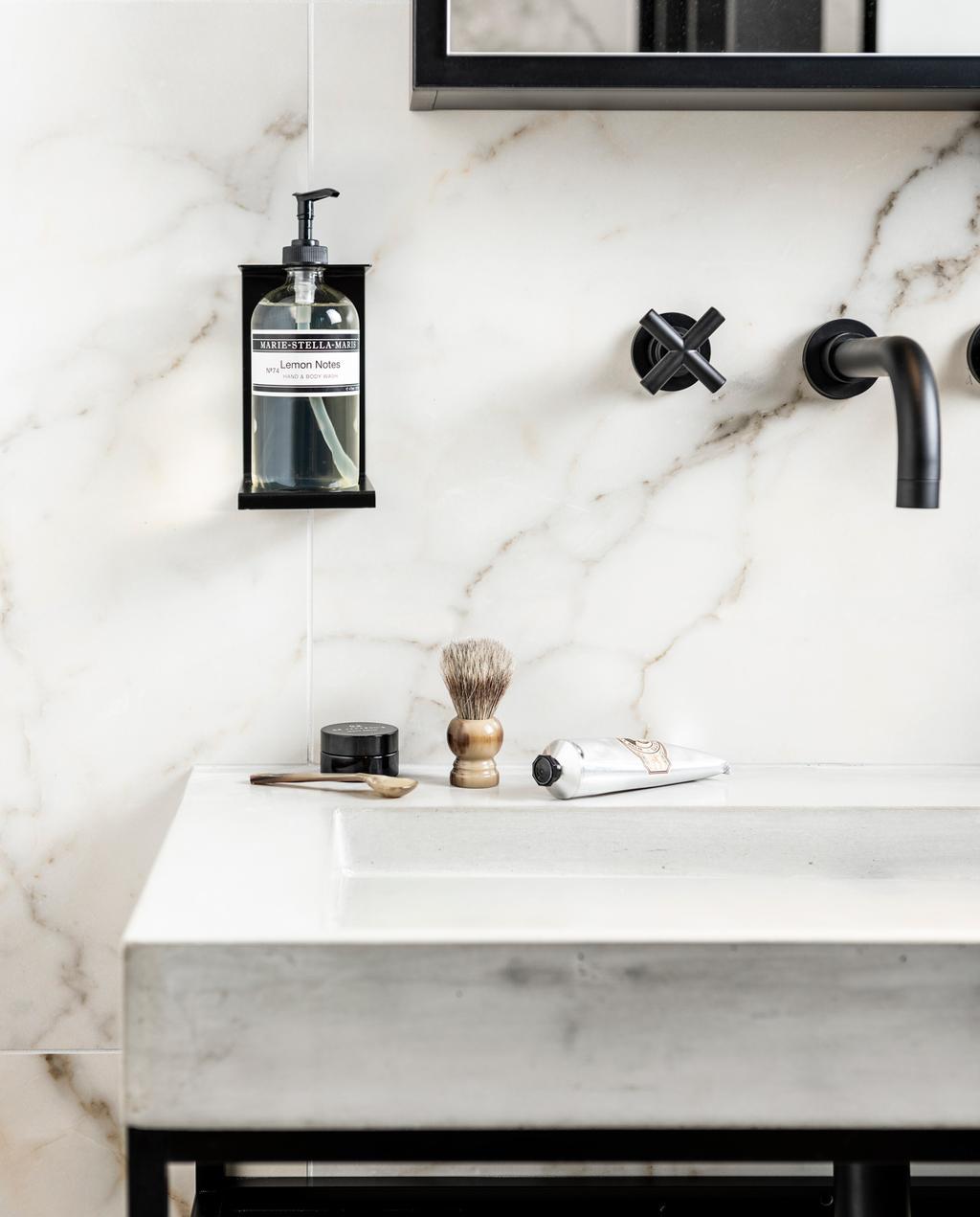van wanrooij witte marmeren badkamer