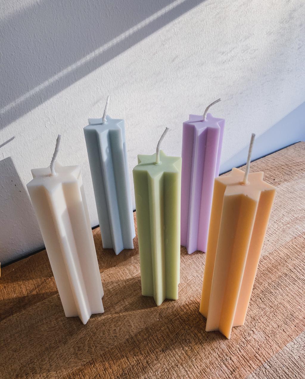 Deze kleurrijke pillar kaarsen maken je instant gelukkig.