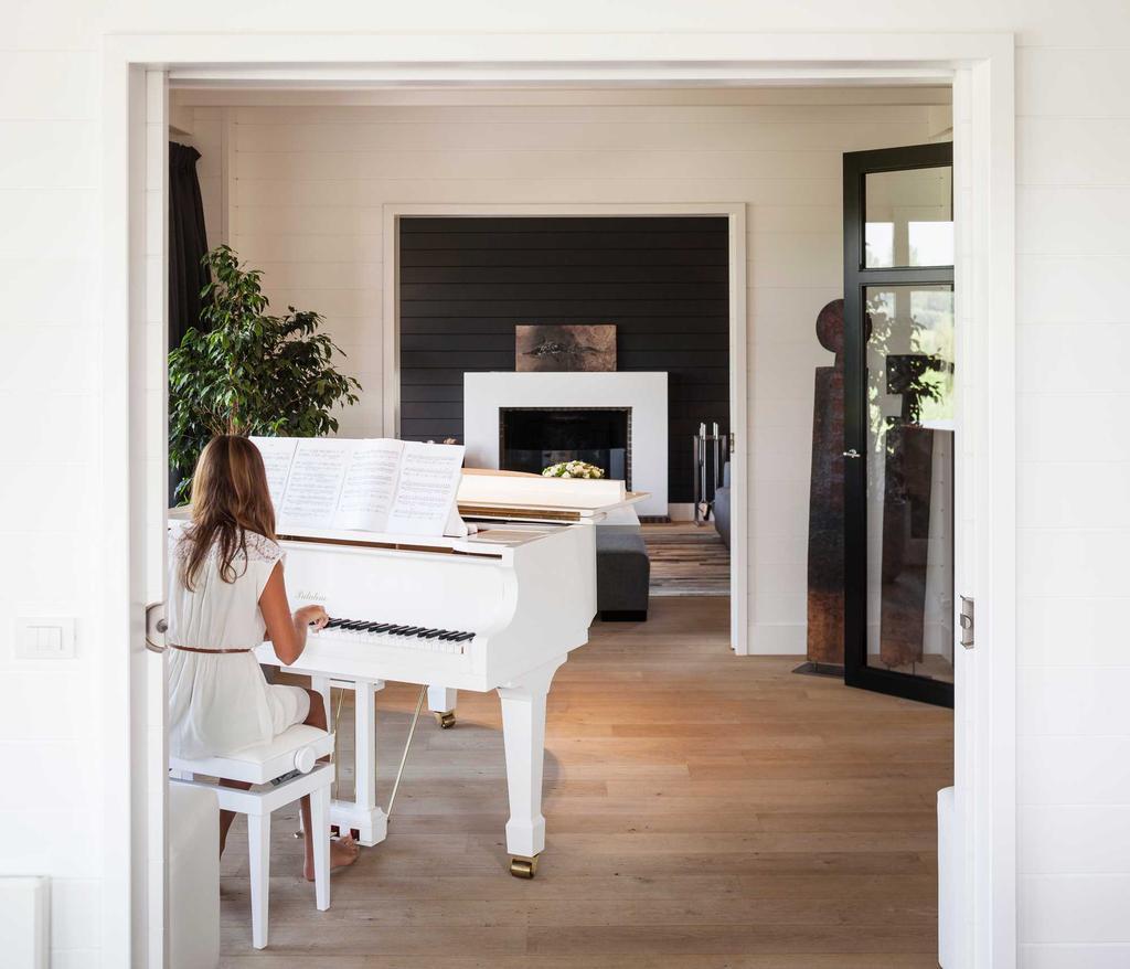 piano wit haardvuur