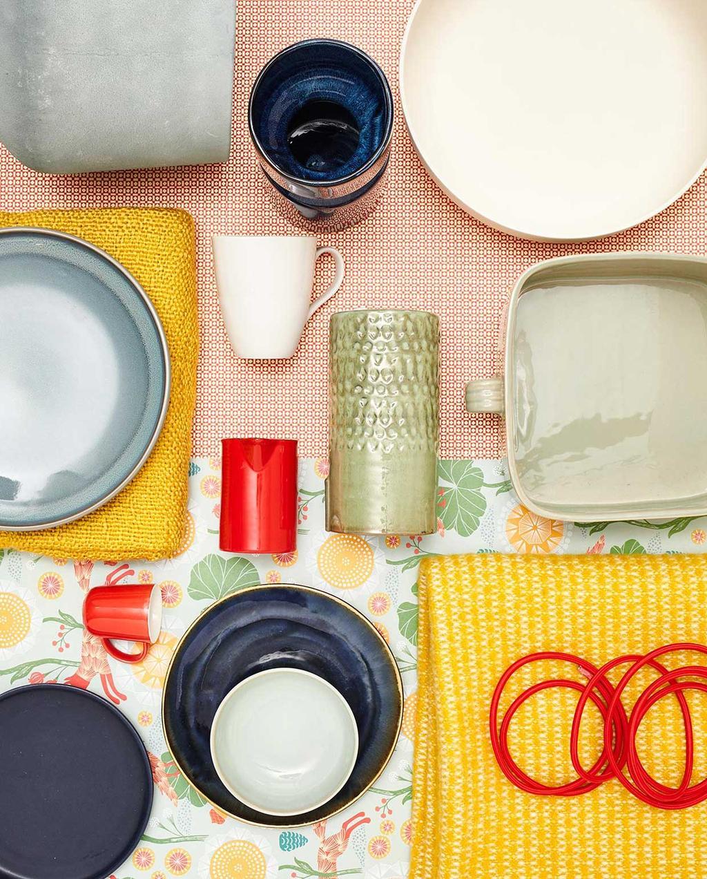vrolijk gekleurd servies