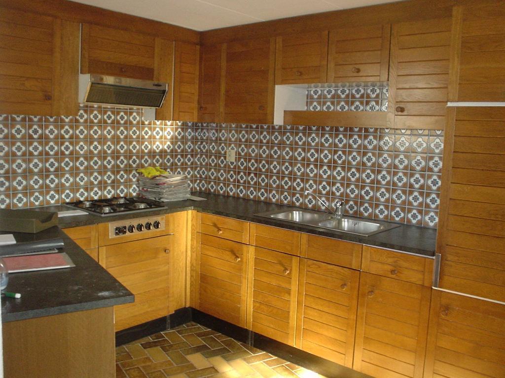 dit-was-onze-oude-keuken-we-hebben-hem-er-helemaal-uitgesloopt-en-een-mooie-nieuwe-lichte-keuken-geplaatst-zie-volgende-foto