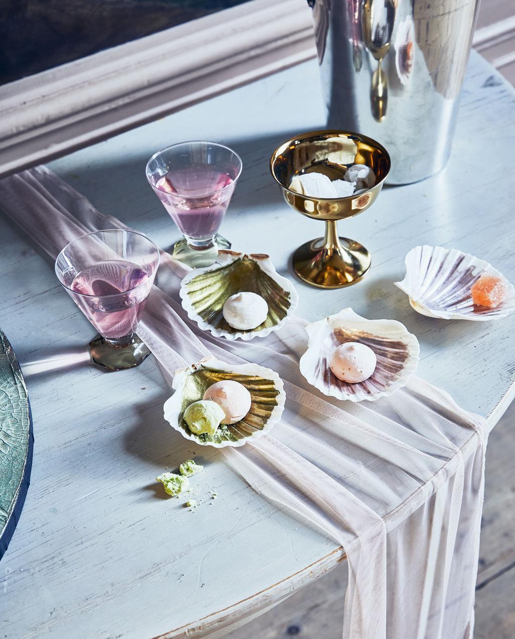 vtwonen | 55 jaar jubileum pink glazen feesttafel