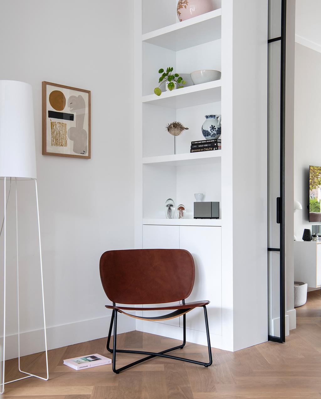 vtwonen 04-2021 | stoel van bruin en cognac