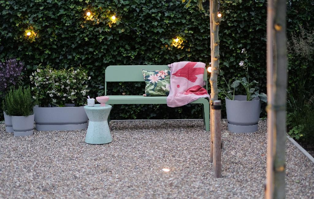 blog prchtg vtwonen | design tuinmeubelen groen metalen bankje