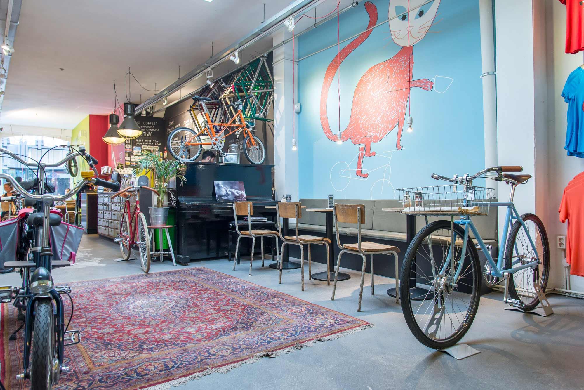 blauwe poster fietsenwinkel