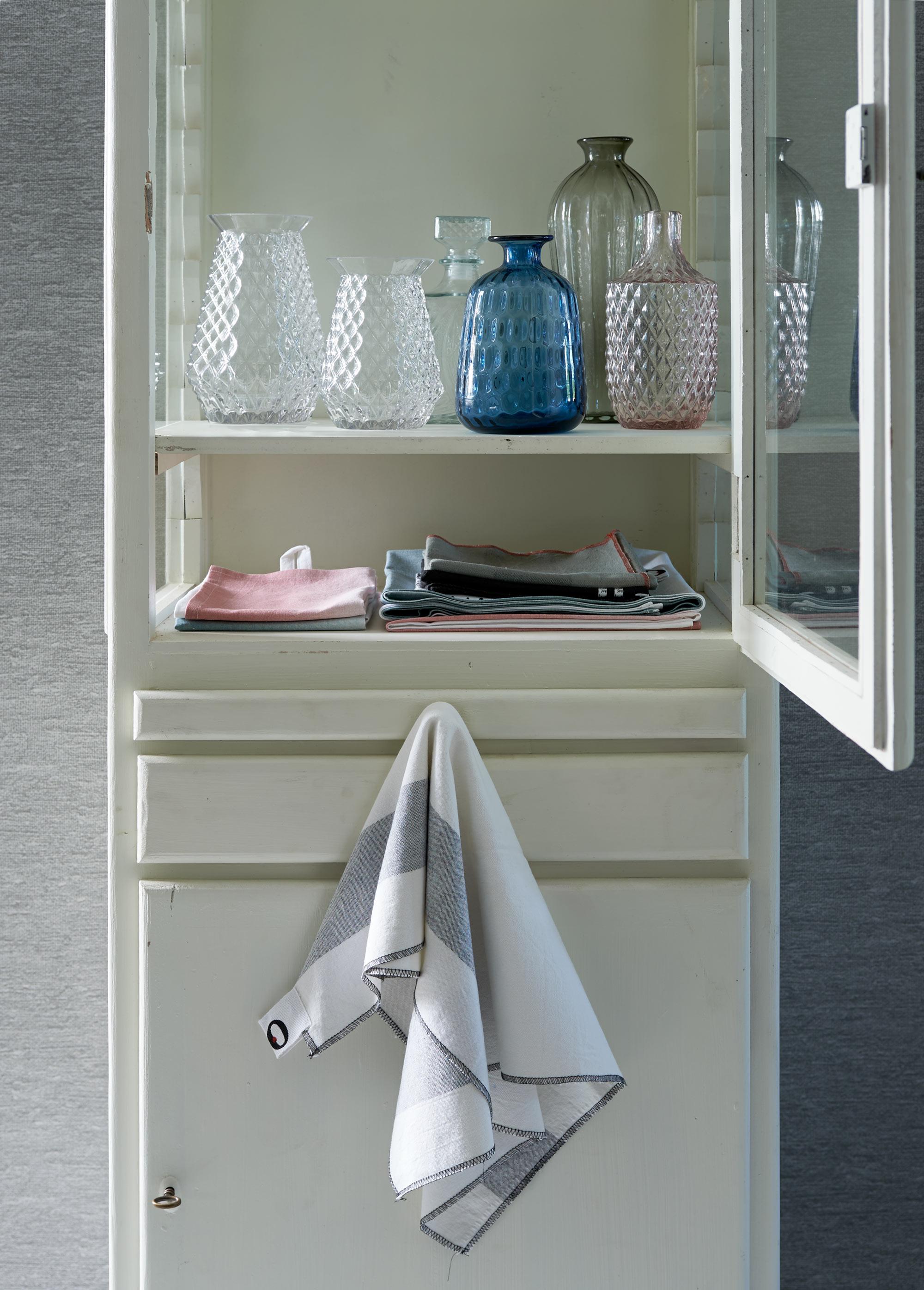 servieskast glaswerk vtwonen huiscollectie accessoires
