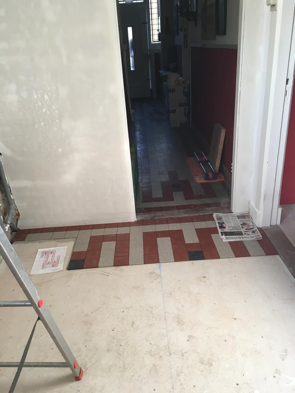begin-van-de-nieuwe-vloer-exact-hetzelfde-als-het-patroon-van-de-oude-tegels-uit-de-gang-uit-1929