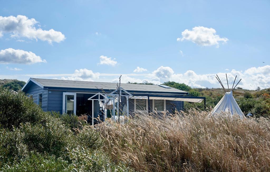 vtwonen zomerboek 2020 | binnenkijken Egmond strandhuisje in de duinen