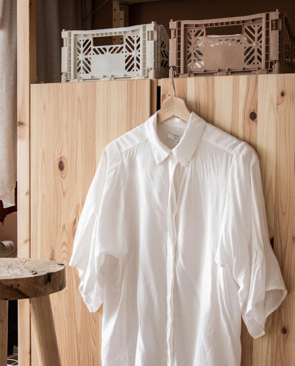 vtwonen blog rachel | open kledingkast ikea ivar diy witte bloes