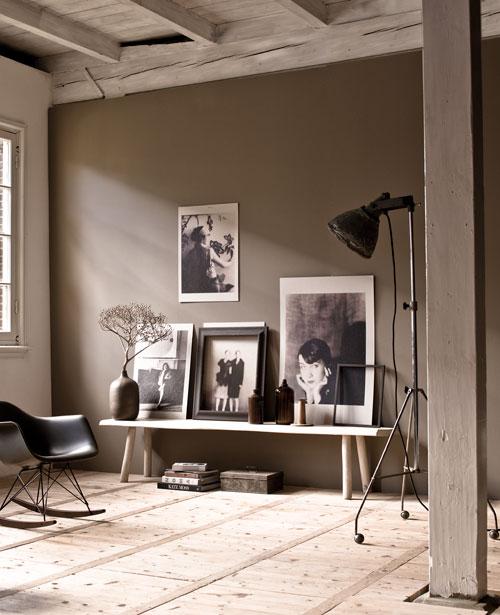 grijs karton prints op de muur