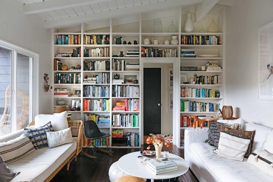 séjour blanc bibliothèque