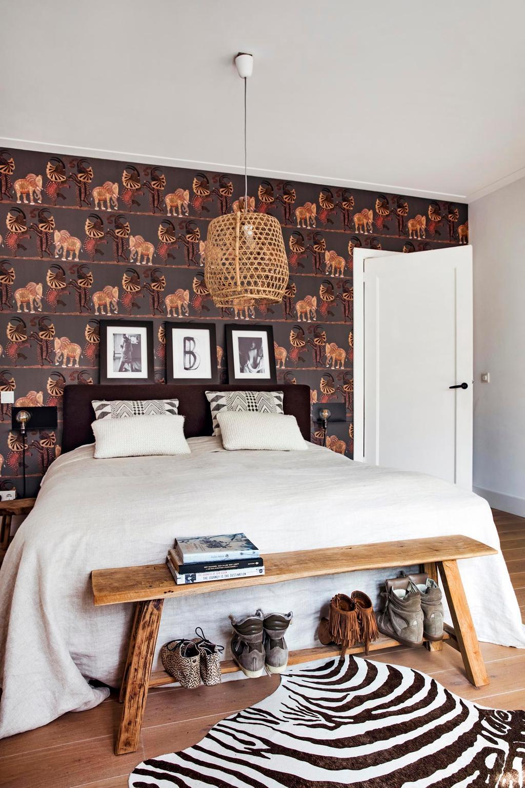 Slaapkamer met safarigevoel door olifantenbehang - De woonzonden van stylist Wendy Verhaegh