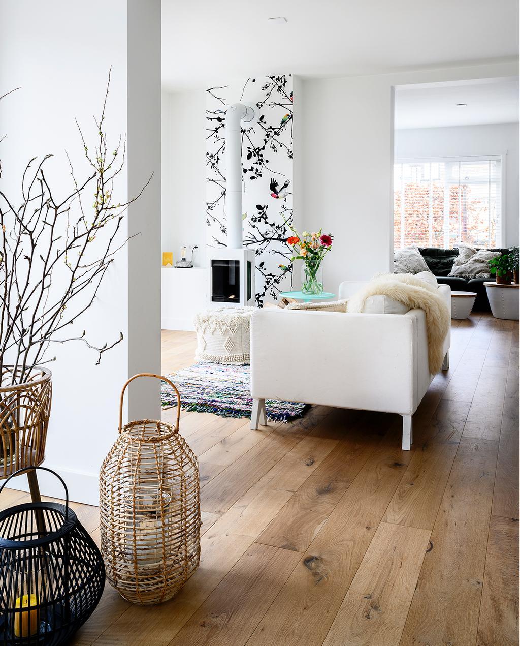 vtwonen 05-2020 | riant familiehuis Breda woonkamer met witte bank