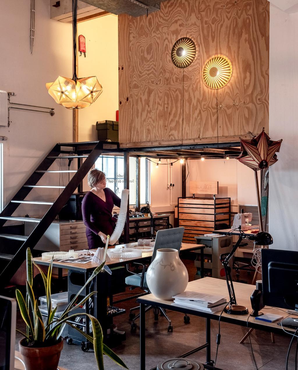 vtwonen 06-2021 | trap omhoog in het atelier