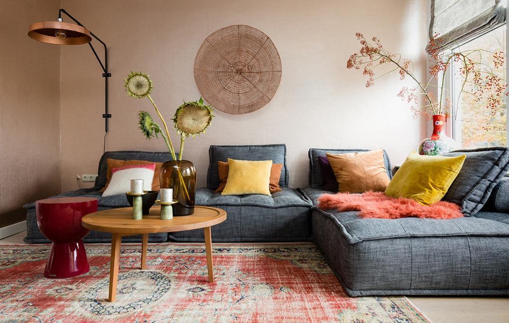 Kleurrijk vloerkleed in de woonkamer