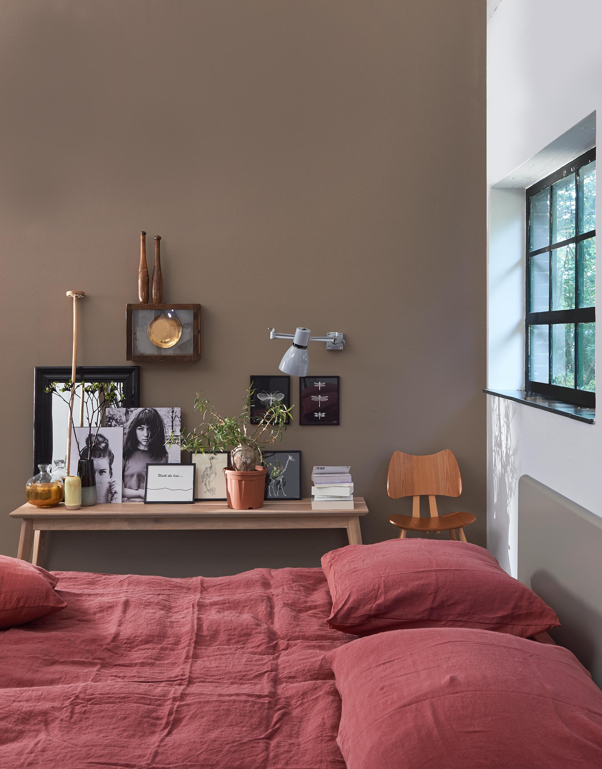 slaapkamer styling rood beddengoed