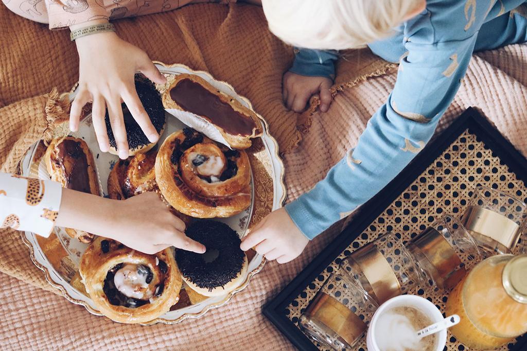 Ontbijt op bed met het gezin van Liesbeth De Puysseleir | Boxspring Pepper van de Lifestyle by vtwonen collectie