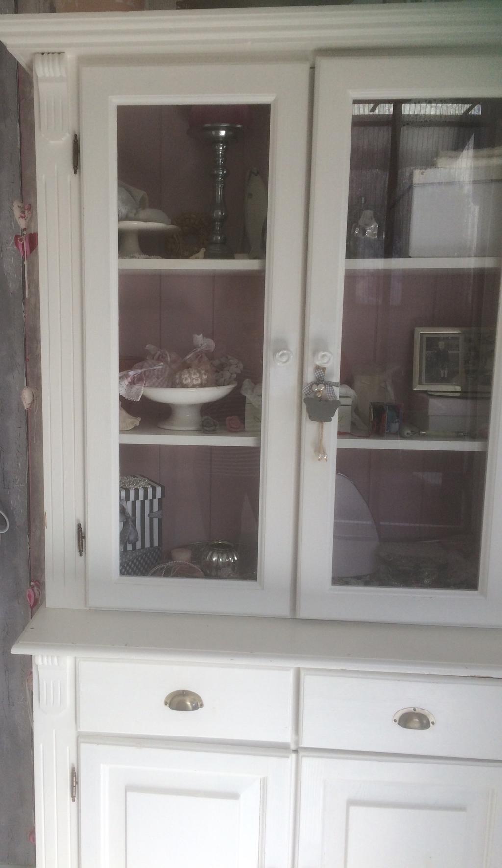 deze-witte-servieskast-staat-nu-op-de-slaapkamer-hij-komt-in-de-keuken-te-staan-tegenover-de-eethoek-hoe-mooi-zal-daar-het-servies-in-staan