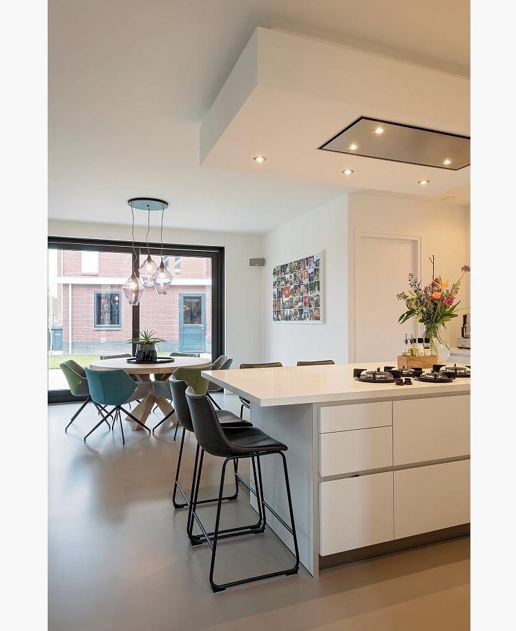 de-belichting-met-spots-zorgt-voor-sfeer-in-onze-keuken
