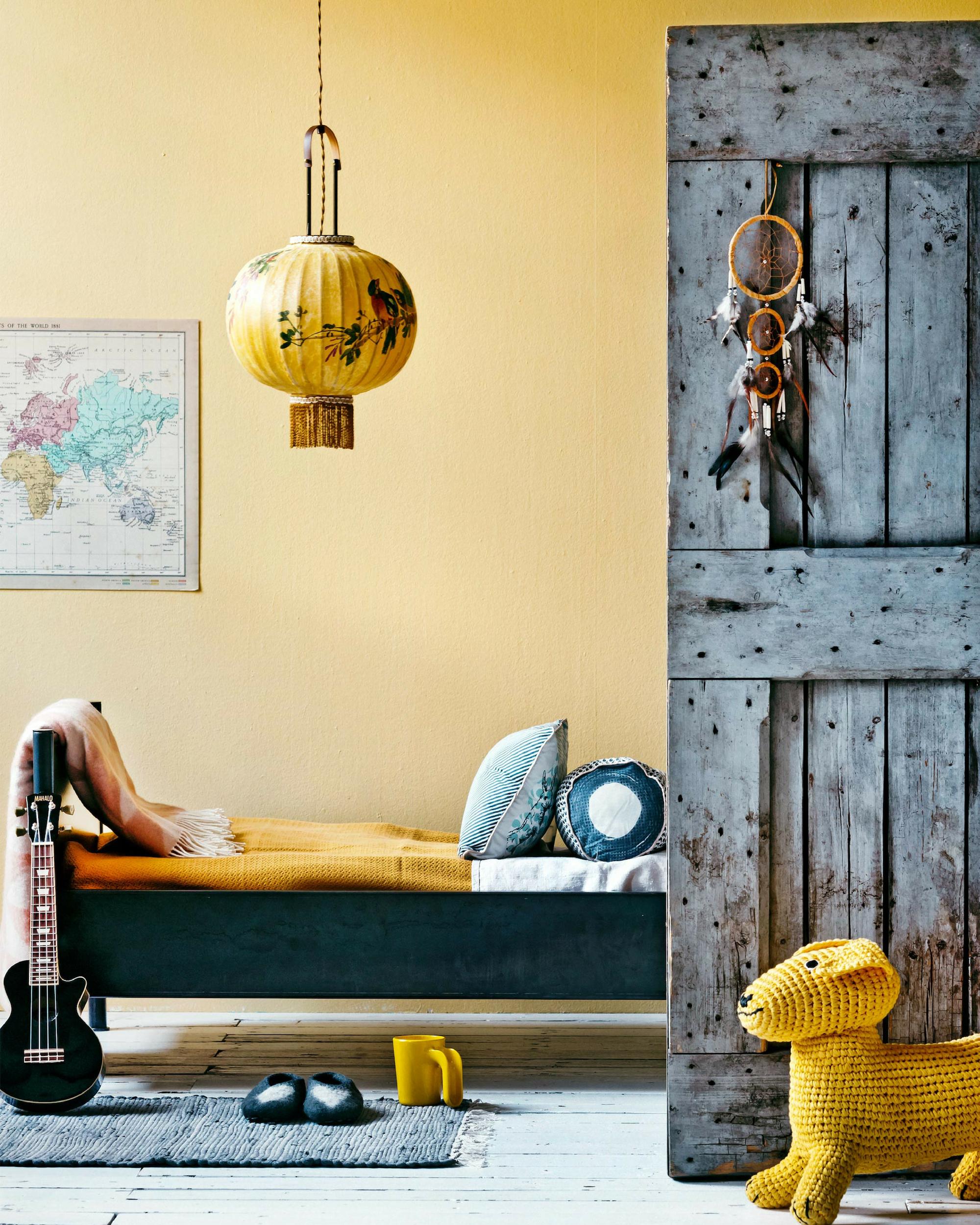 kinderkamer met gele elementen