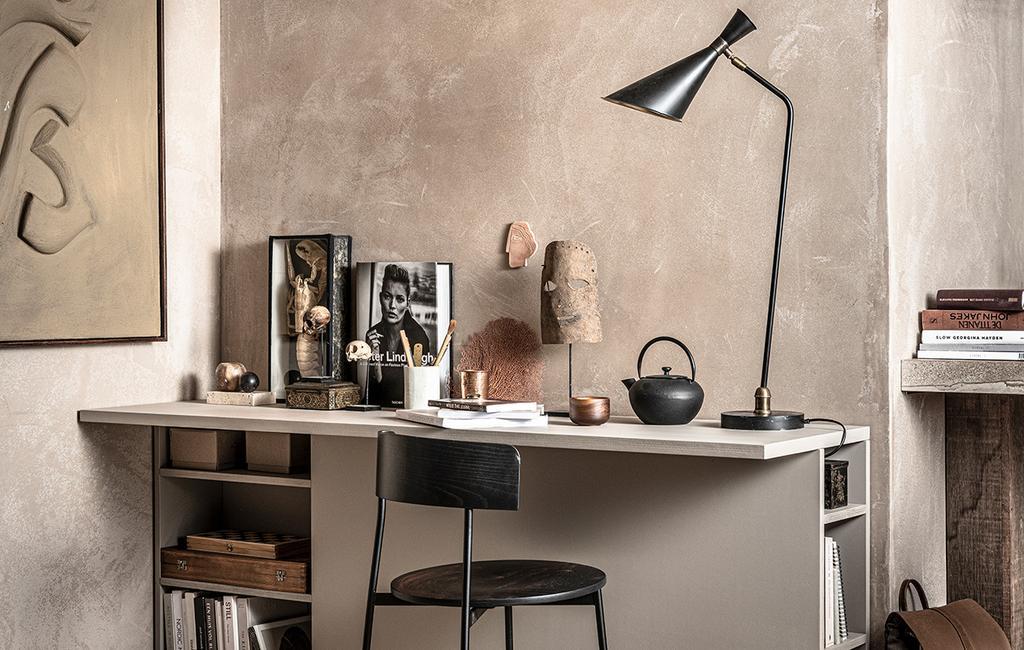 vtwonen 02-2021 | DIY bureau met opbergruimte en zwarte lamp