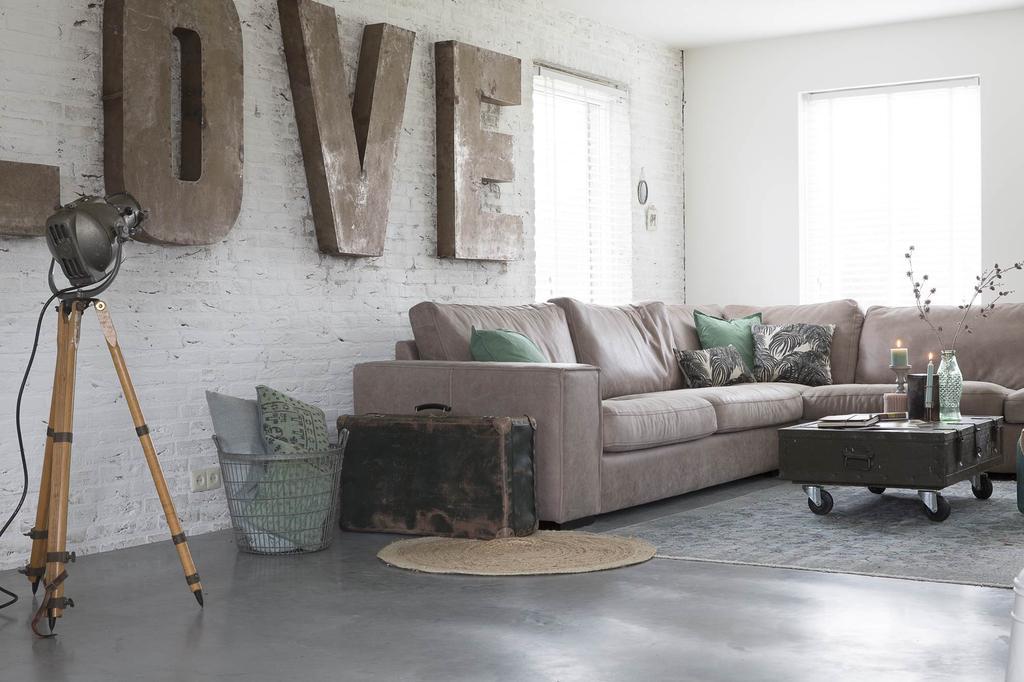 Woonkamer met LOVE decoratie