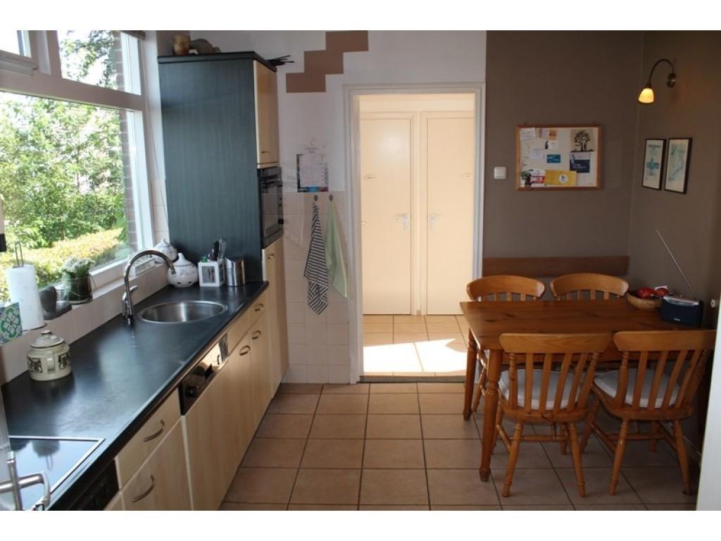 het-was-eerst-een-dichte-keuken-zoals-je-op-deze-foto-kunt-zien-maar-wij-hebben-er-een-open-keuken-van-gemaakt