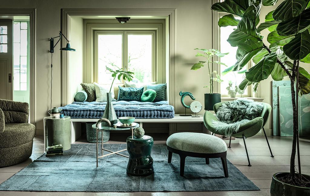 vtwonen 04-2020 | woonkamer met groene tinten en plant