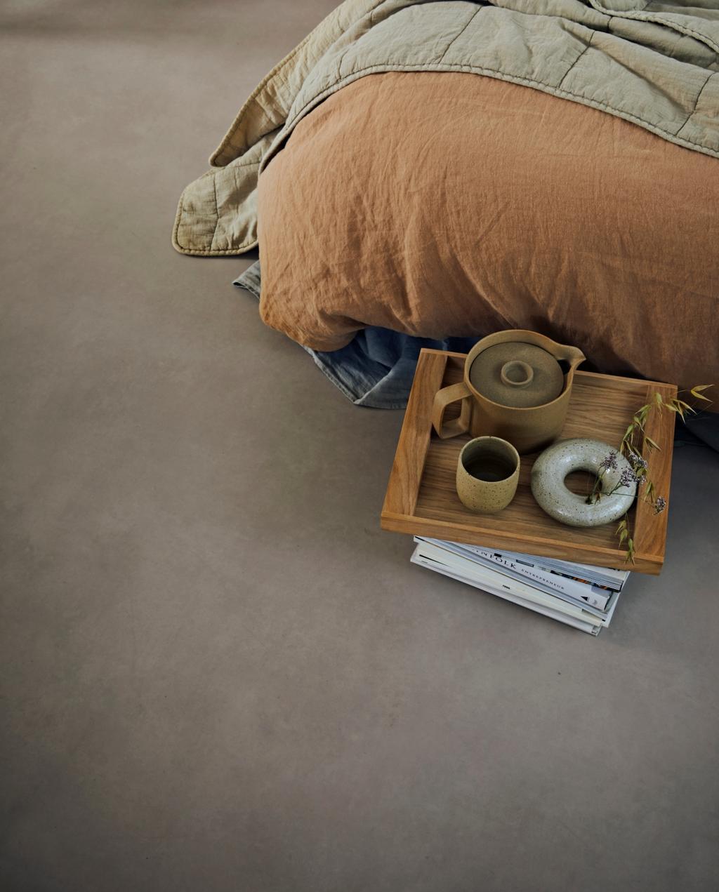 vtwonen collectie 07-2020 novilon slaapkamer met bed en dienblad