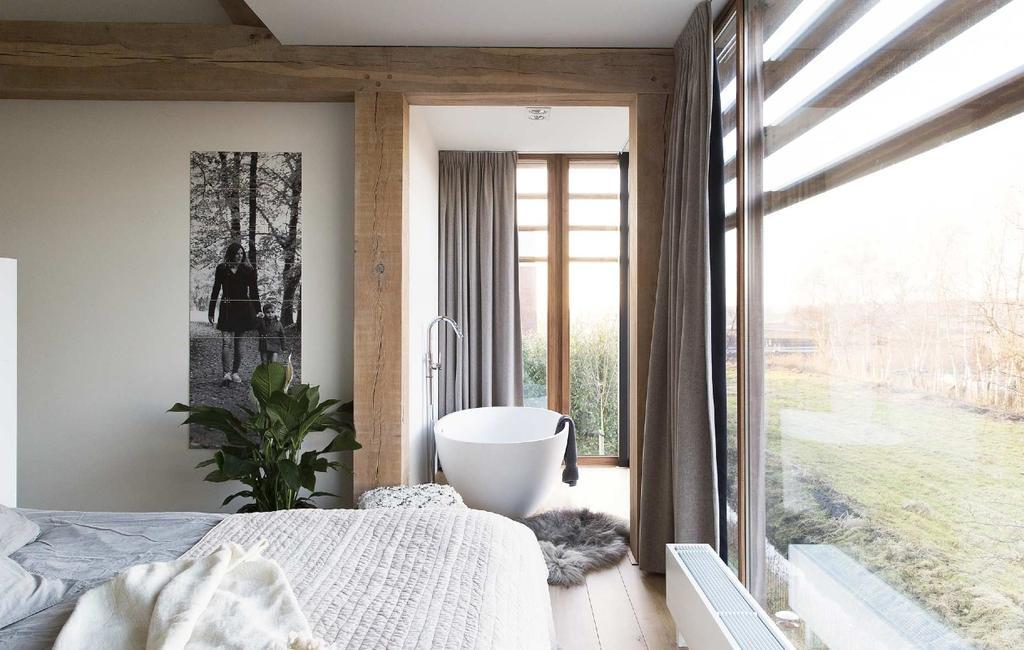 Nieuwbouwhuis in oude stijl | binnenkijken badkamers