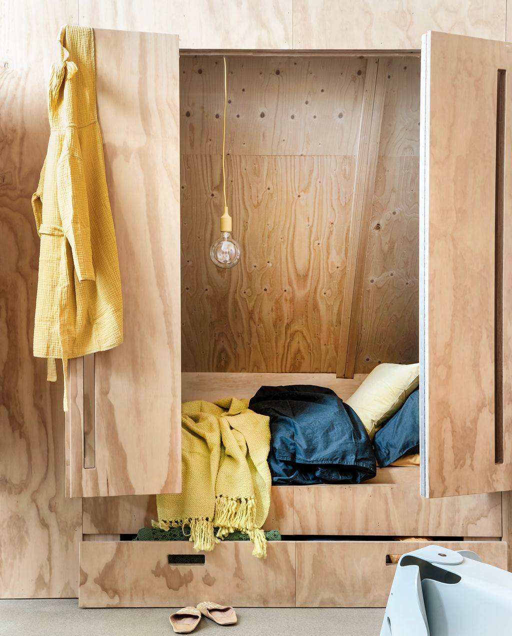 vtwonen 08-2019 | styling Moniek Visser, fotografie Peggy Janssen | klein wonen - kleine slaapkamer
